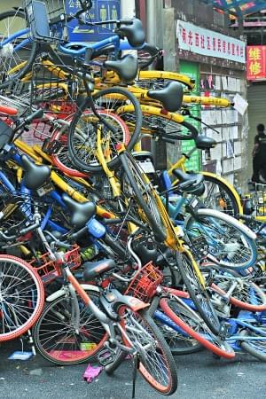 共享单车扎推停放&quot泛滥成灾&quot杭州福州郑州南京上海深圳等多个