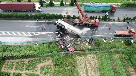 京港澳高速衡东段事故致18人遇难 交通运输部回应