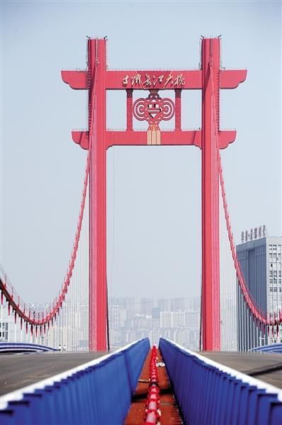 """寸滩大桥上演最炫""""中国风"""""""