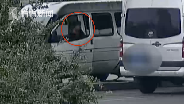 男子偷加油站余额3千万加油卡 冒充加油员组团揩油