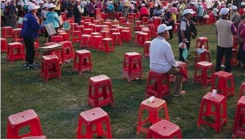 空了的椅子.png