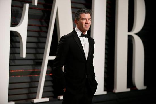 卡兰尼克出席二月份的《名利场》奥斯卡颁奖晚会(图片来源:Danny Moloshock / 《路透社》)