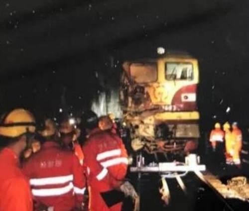 货车坠落砸中火车 南宁至西安K316次列车临时停运