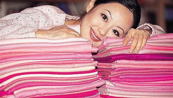 80年代末章小蕙带火的粉色开司米围巾 图片来源:搜狐
