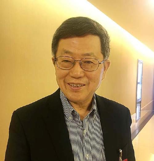 迟福林委员:赋予农民土地使用、继承等完整产权