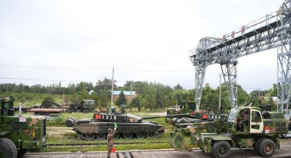 """5大先进武器亮相俄""""东方""""军演 99坦克赫然在列"""