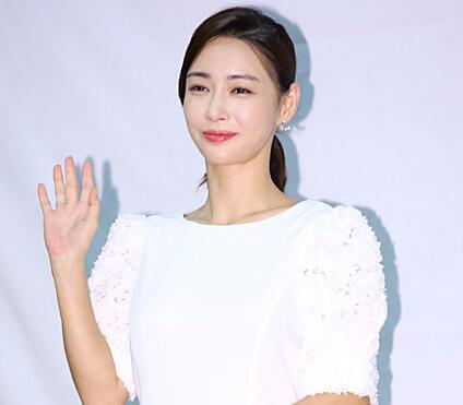 敬业!韩国女星怀孕已经5月 仍选择继续拍戏