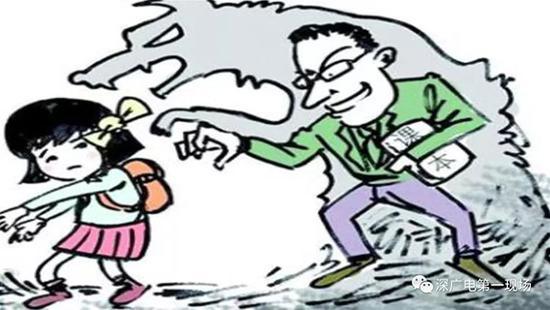 培训老师无惧监控猥亵3名女童 辩称是教学方式