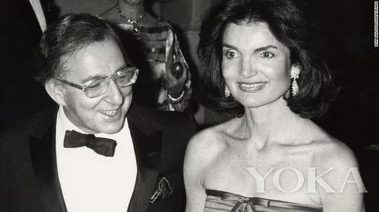 杰奎琳现身1977的Met Gala