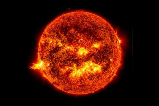 7月北半球很炎热,但其实此时地球离太阳最远