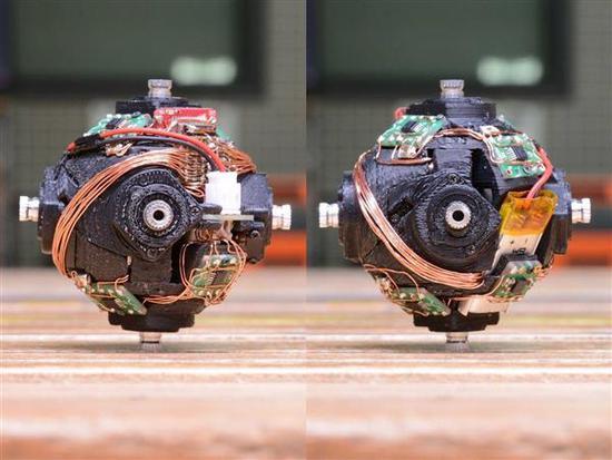 这个自动复原机器人毁了我玩魔方最后的乐趣