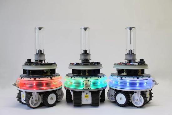 新型机器人问世,能组团工作还能自己选谁当领导