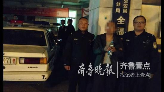 男子带女儿闯红灯被辅警批评 竟挥拳打向执勤辅警