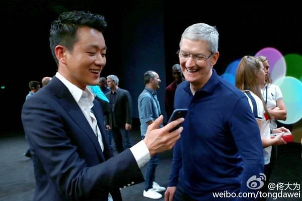iPhone 7发布会邀请唯一中国明星:苹果总部门前啃苹果的照片 - 1