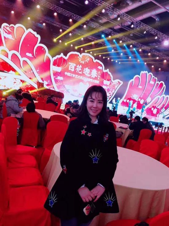 张曼亮相中国文学艺术界2018春节大联欢