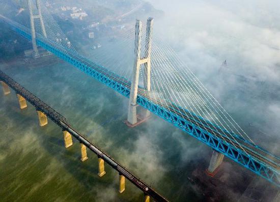 世界首座双层六线钢桁梁铁路斜拉桥在重庆落成_网易新闻