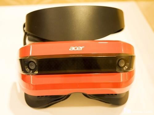 微软首批Holographic VR头显亮相CES