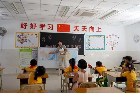 幼儿园中班开学家长会黑板布置图片