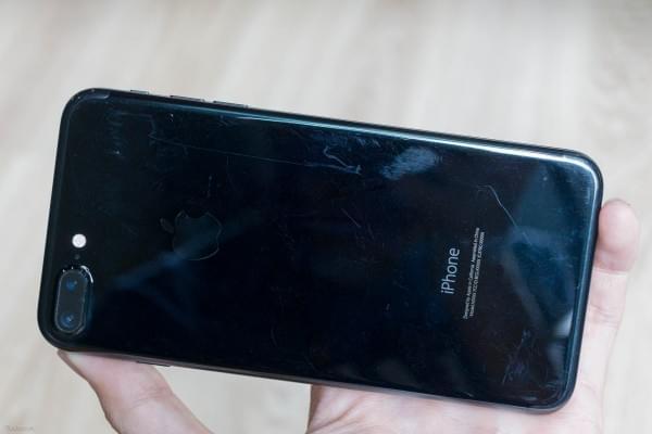 哑光黑和亮黑色iPhone 7划伤后会怎么样?的照片 - 14