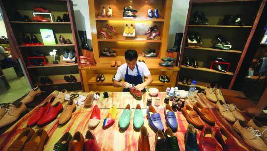 从设计到原料,东莞的制鞋产业链经受过考验。(来源:南方都市报)