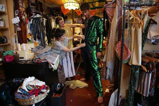 从纪念失恋到富豪狂欢:30年间火人节如何演变?