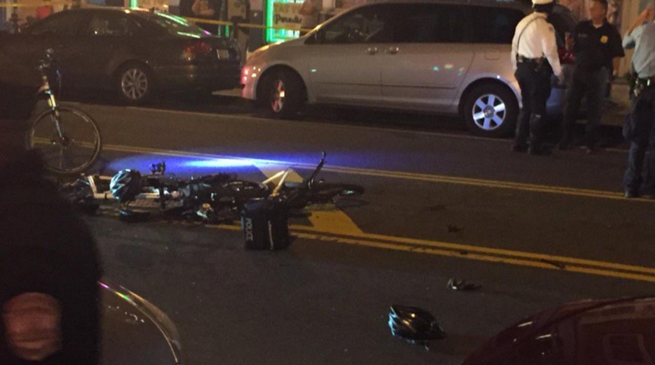 美国一皮卡撞向人群 包括警察在内多人受伤