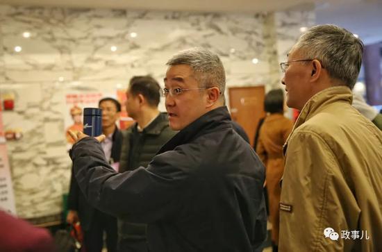 全国人大代表胡海峰抵京 系首次当选参会