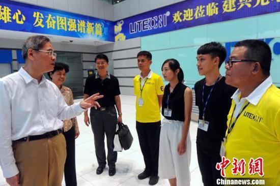 张志军对话台湾大学生:别满足小确幸 到大陆闯一闯