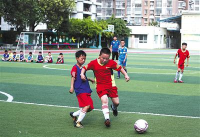 乡村足球少年:每天踢10个小时球,我都不会累