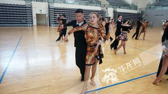昆明学院体育学院把民族文化融入体育舞蹈中
