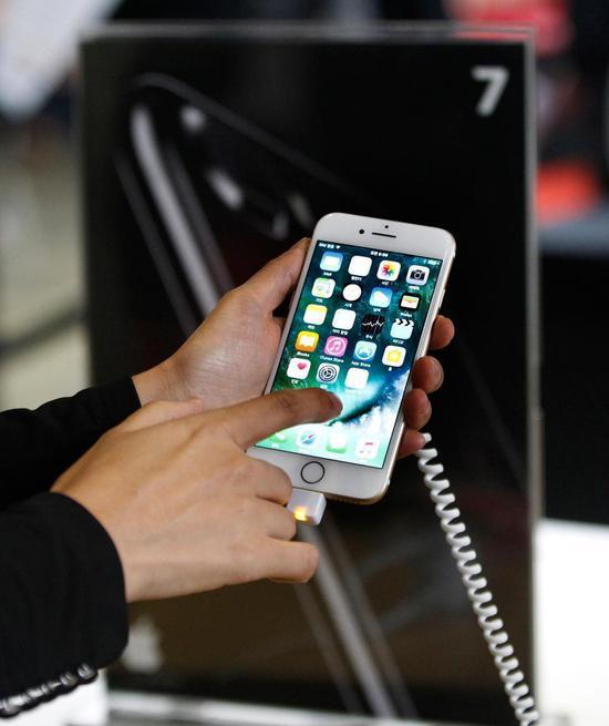 黑客发现iPhone 7漏洞,入侵成功获11万美元奖金