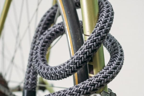 柔能克刚 这一布料做成的自行车锁号称十分安全的照片 - 2