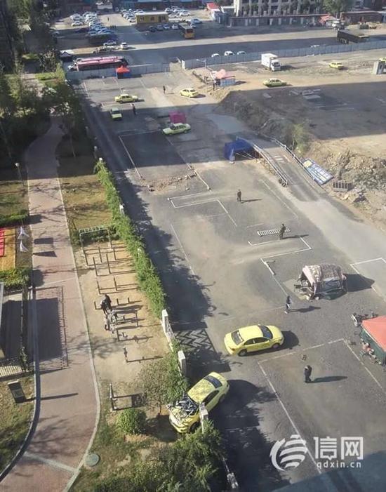 对此,青岛市道路运输管理局已对涉事驾校下达了停训通知书,目前此事