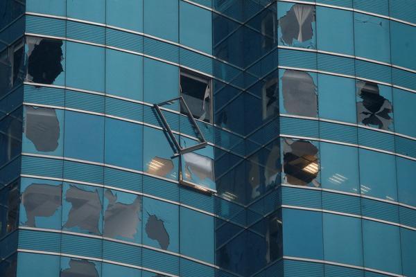 香港天文台挂出8号风球 有111名市民在风暴中受伤