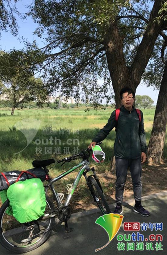 内蒙古大一男生骑车回家:3天骑行400多公里