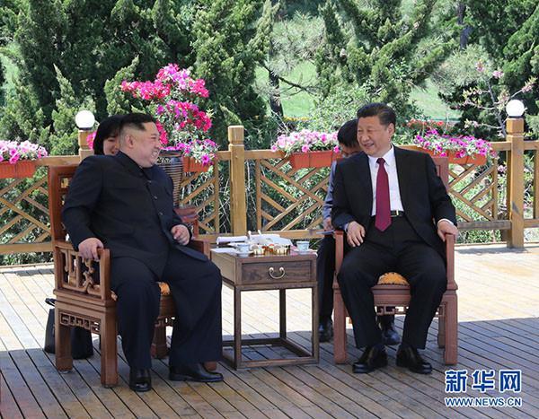 5月7日至8日,中共中央总书记、国家主席习近平同朝鲜劳动党委员长、国务委员会委员长金正恩在大连举行会晤。