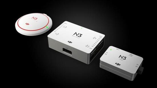大疆N3飞控系统 N3多旋翼飞行控制系统 作为NAZA飞控系列的最新一代产品,N3多旋翼飞控系统采用大疆最新的控制导航算法,新增的内置双IMU冗余设计,可实现数据实时互为备份,结合全新内减震结构设计,赋予飞行器更高可靠性;黑匣子数据记录系统为飞行性能分析提供精准数据支持,同时可支持Lightbridge 2、DataLink Pro、DJI Assistant 2等一系列大疆配件及SDK,还能扩展A3 Upgrade Kit高性能导航模块,帮助飞行器实现丰富的应用扩展,为无人机爱好者及行业应用探索者提供