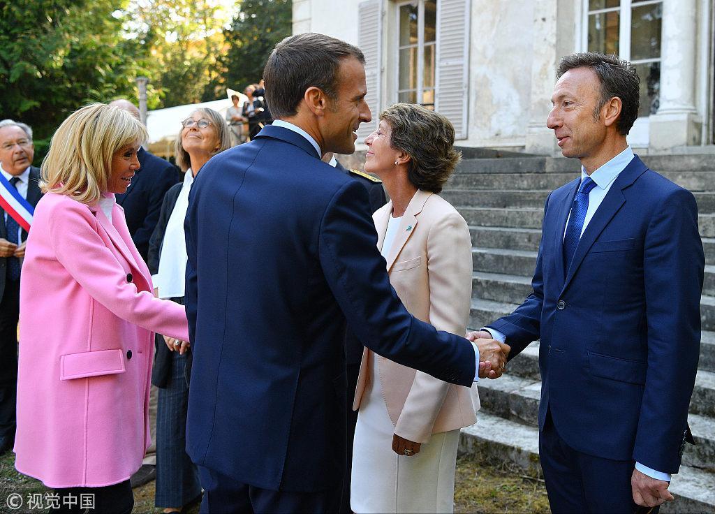 """法国名嘴与第一夫人""""亲密互动"""" 被英媒误当马克龙"""