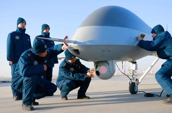 港媒:中国空军装备长航时无人机监视美国航母