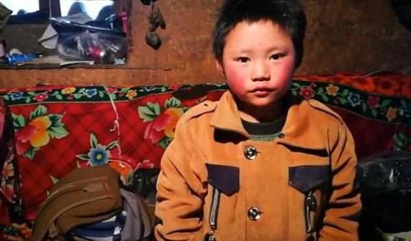 冰花男孩被接到北京:将看天安门升旗并