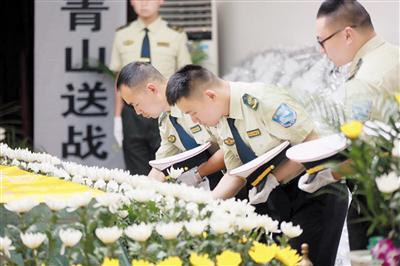 重庆一29岁交警引导故障车被撞殉职 原定5.20结婚