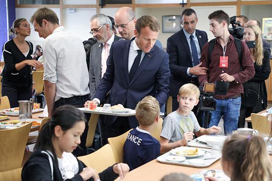 法国中小学开学第一课:禁手机查身体育良习