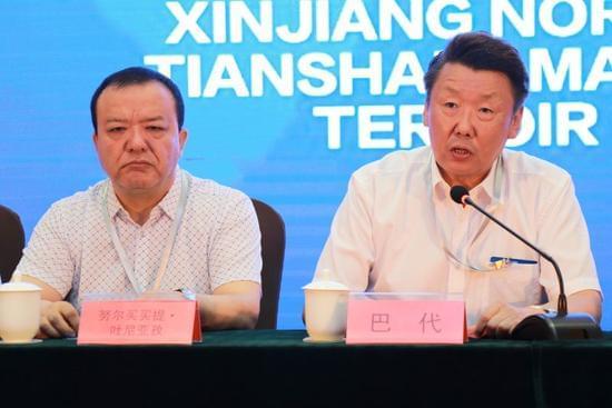 自治区政协副主席巴代致辞