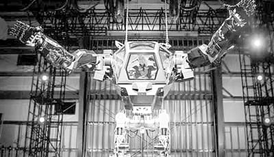 亚马逊CEO亲自驾驶首款载人机器人Method-2