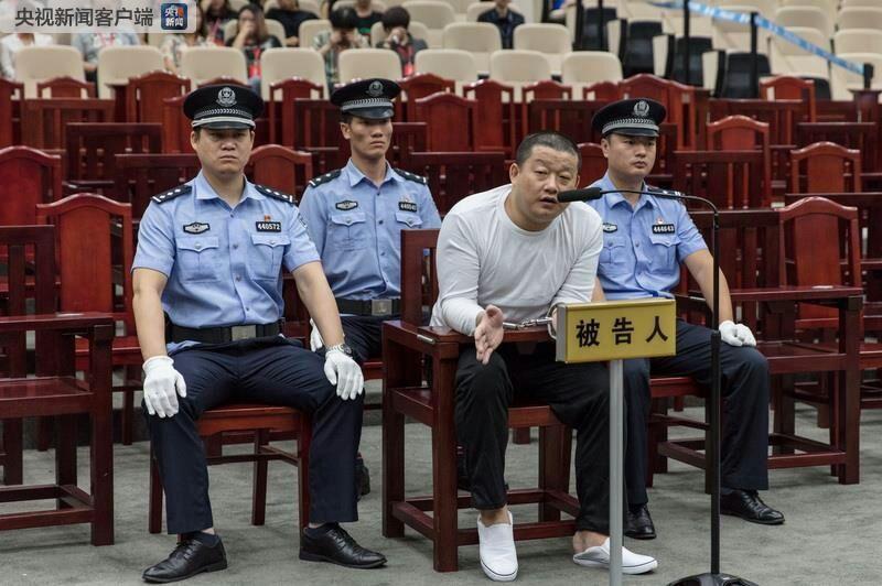 深圳涉黑案开庭:80名被告人同堂受审 庭审持续15天
