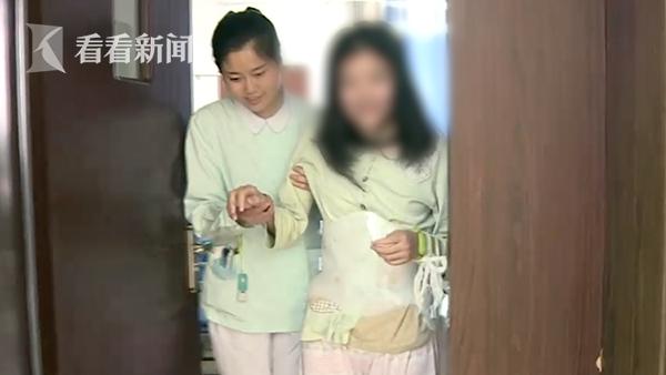 女孩为庆祝考上大学旅游 自拍摔成重伤爆裂性骨折