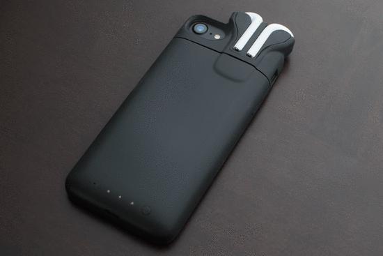 Pebble失败后,创始人做能给AirPods充电的手机壳