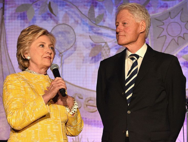 克林顿夫妇将在13地巡回演讲 票价最贵超5千元