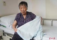 91岁大学老师坚持助学 20多年舍不得买一件新衣