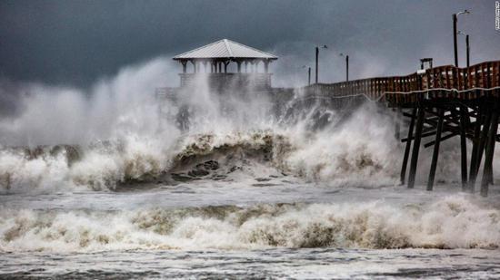 """美国飓风已致至少11死 """"佛罗伦斯""""或持续一周"""